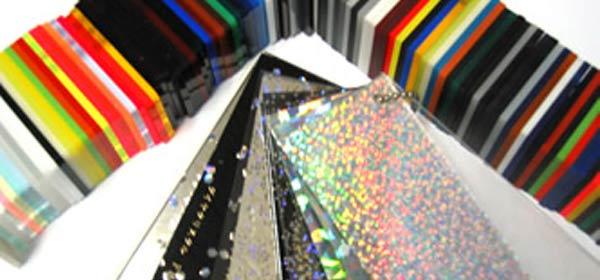 大阪府東大阪市の電子回路の設計やLEDディスプレイやアクリルキーホルダーやキャラクターグッズのワイケーイー株式会社のアクリル加工